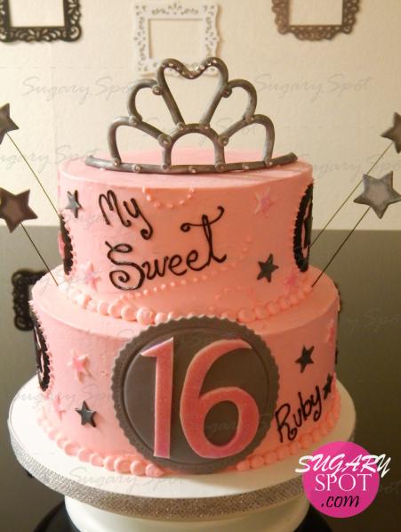 Pastel para una princesa en sus Sweet 16. Pan y relleno de fresa, también embetunado con buttercream de fresa.