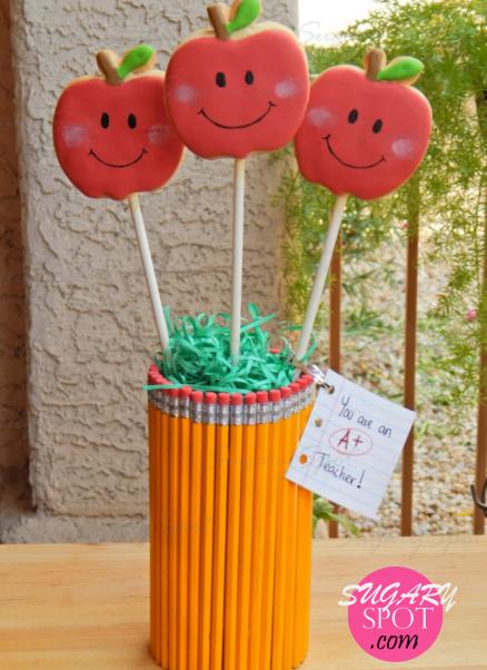 TeacherAppreciationWeek-AppleCookiesOnAStick-17-SugarySpotPuntoCom-.jpg