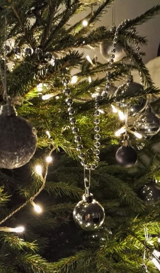 Perinteinen, aito joulukuusi, on monille vieläkin se joulun must have -juttu.