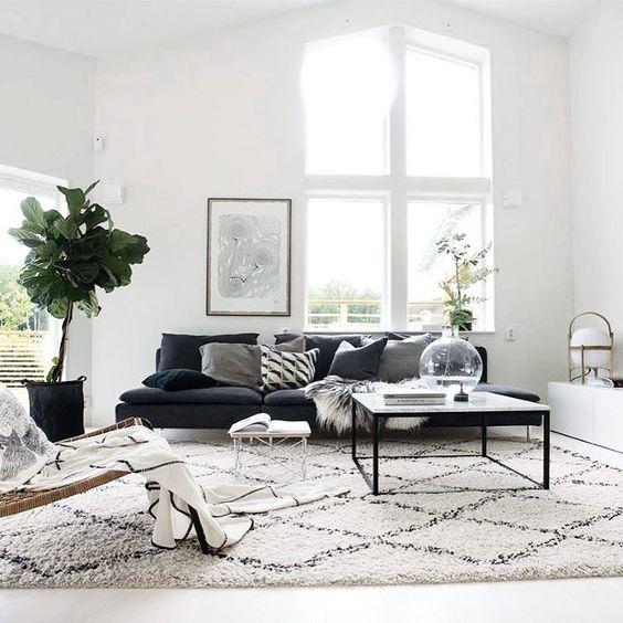 Jo yksi näyttävä viherkasvi muuttaa olohuoneen ilmeen. Kuva: Pinterest
