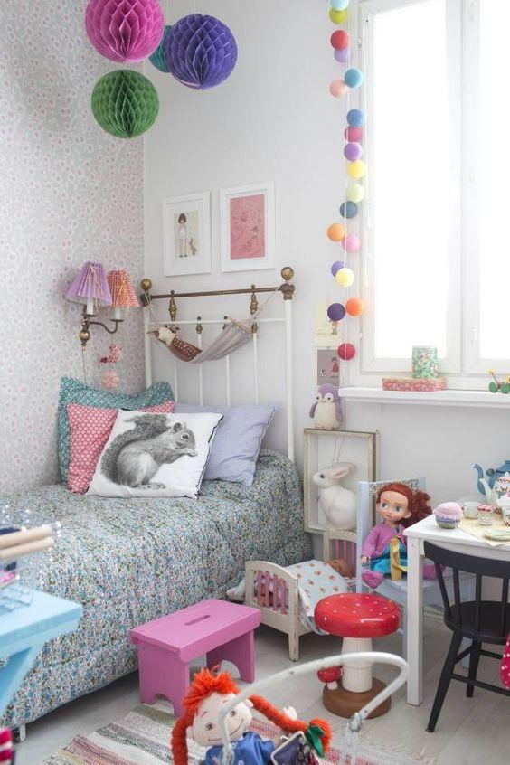 Lastenhuoneessa kalusteet tulisivat olla lapsen korkeudelle sopivat. Kuva: Pinterest