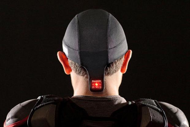 Categoría de Salud   Reebok Checklight, Reebok y MC10  Este gorro incorpora sensores integrados que permiten detectar cuándo un atleta ha sufrido daños perjudiciales en la cabeza.