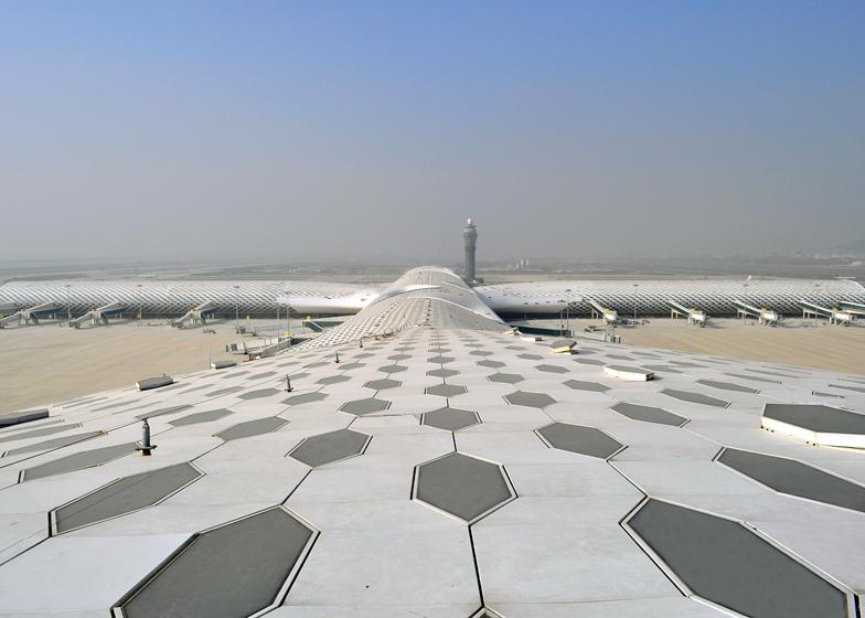 Terminal-3-at-Shenzhen-Baoan-International-Airport-by-Studio-Fuksas_dezeen_ss_10.jpg