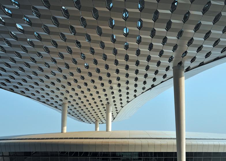 Terminal-3-at-Shenzhen-Baoan-International-Airport-by-Studio-Fuksas_dezeen_ss_15.jpg