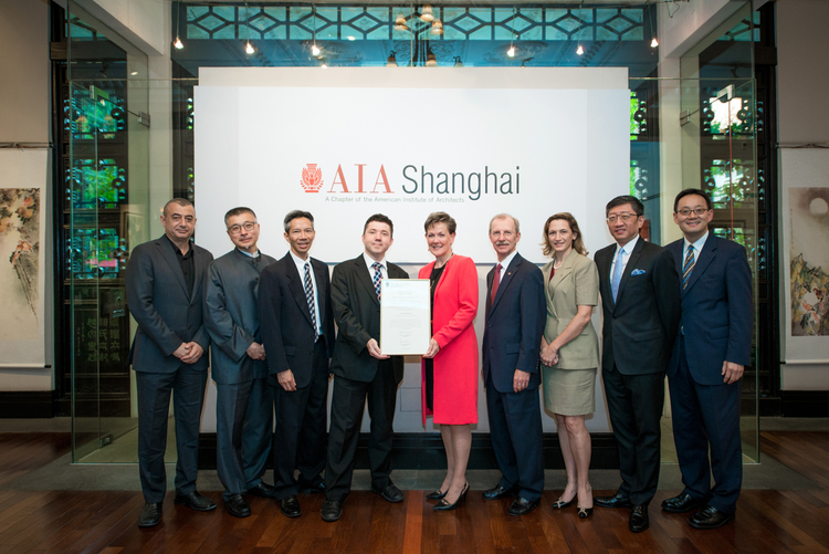 2014AIA President Helene Dreiling FAIA in Shanghai with the Organizing Committee.