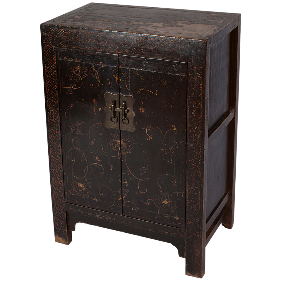 rare small 18th century chinese black lacquer cabinet with gilt paint dh 0142 black lacquer paint for furniture