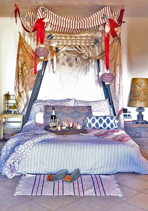 Breakfast-in-bed-canopy-bed.jpg