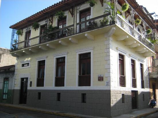 canal-house-panama-exterior.jpg