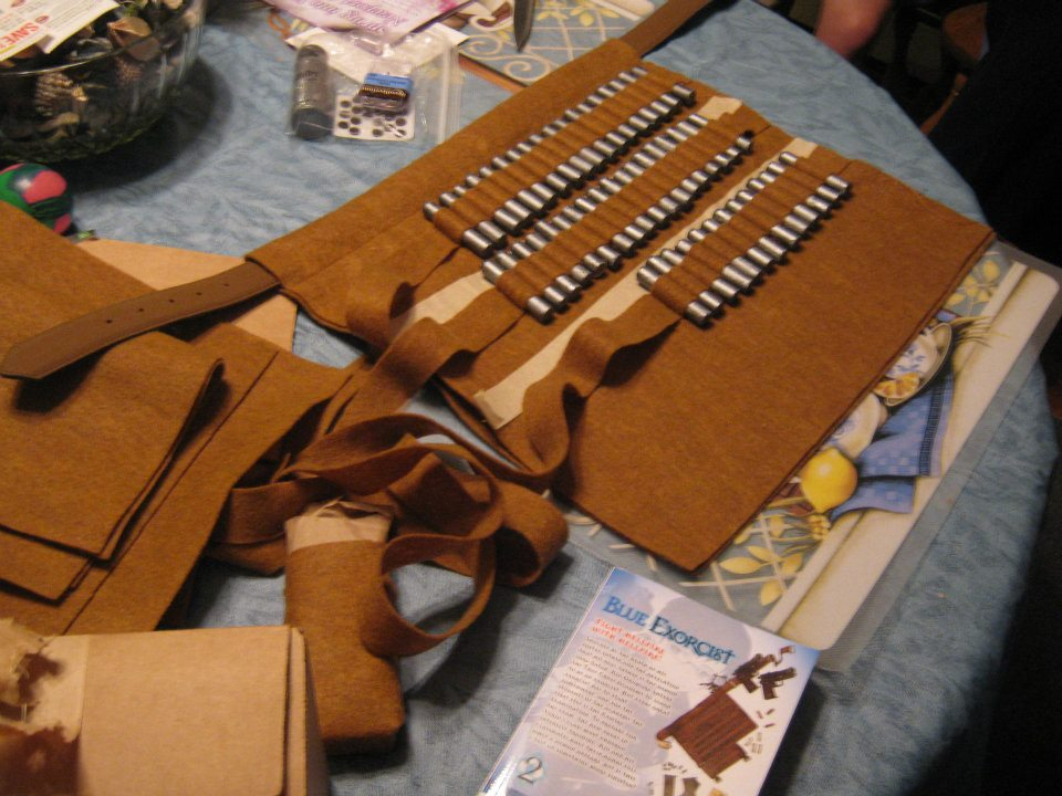My  mémère  used her amazing sewing skills to help create my character's bullet belt (as shown on the manga below it).