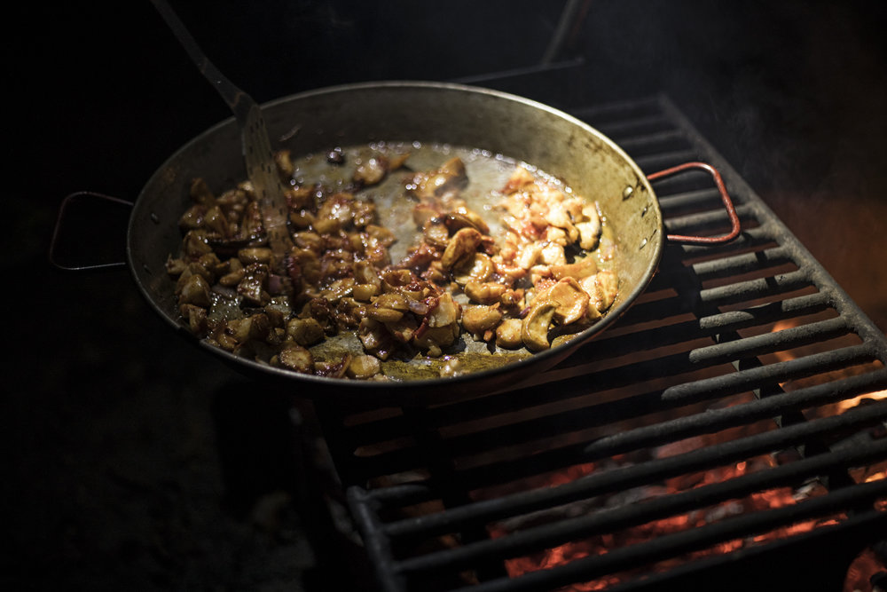 King Trumpet Mushrooms and scallops cooking over the coals.