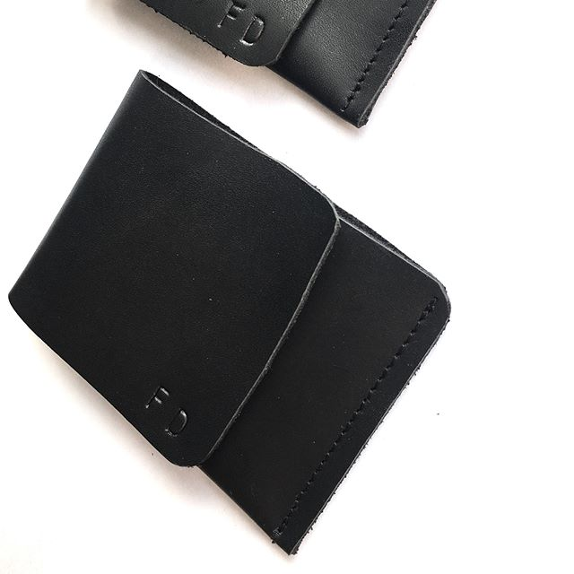 Back in stock, just in time for the #minimalist on your list 🎄 NOMAD #Wallet in matte black #leather...This hand-cut gem of a wallet is the perfectly slim leather good they need ✨👏🏿