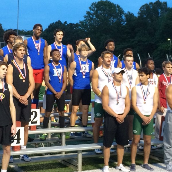 Our guys 4x400 team ran a great race and finished 3rd at the region..