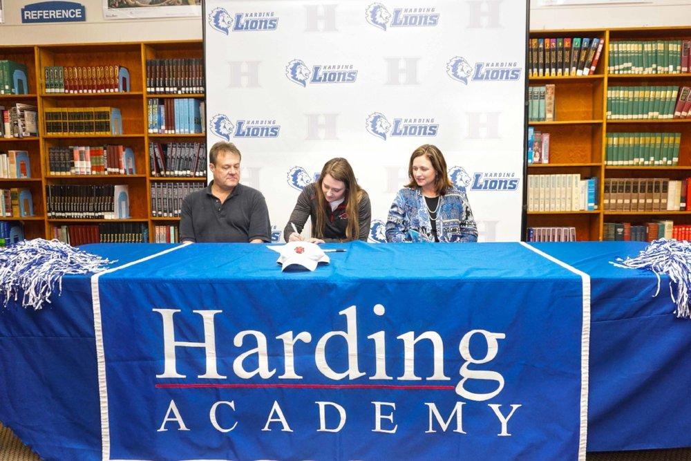 Alyssa Hale's signing