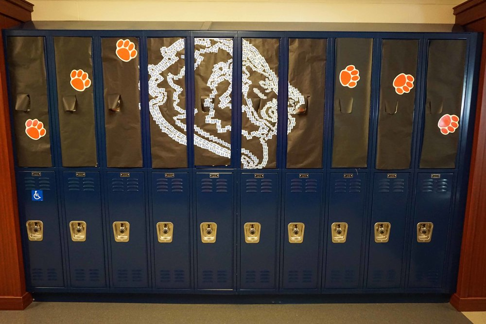 Sept30 HomecomingSigns&Lockers18.jpg