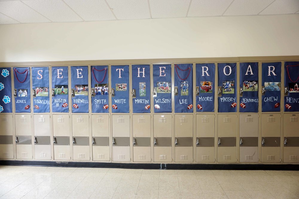 Sept30 HomecomingSigns&Lockers34.jpg