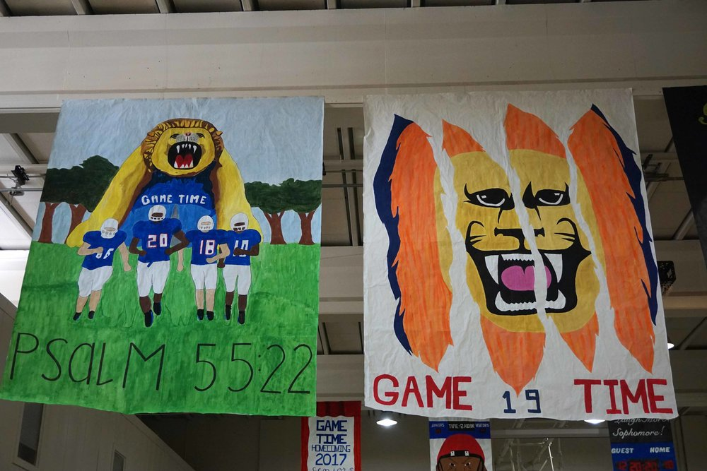 Sept22 HomecomingSigns05.jpg