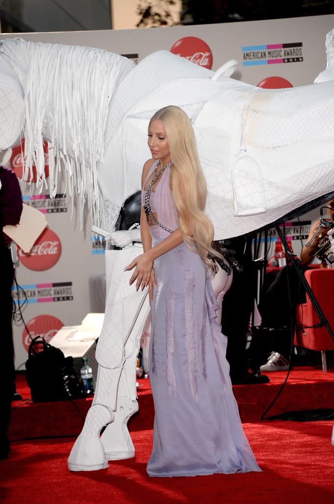 Lady-Gaga-in-Versace-2013--.jpg