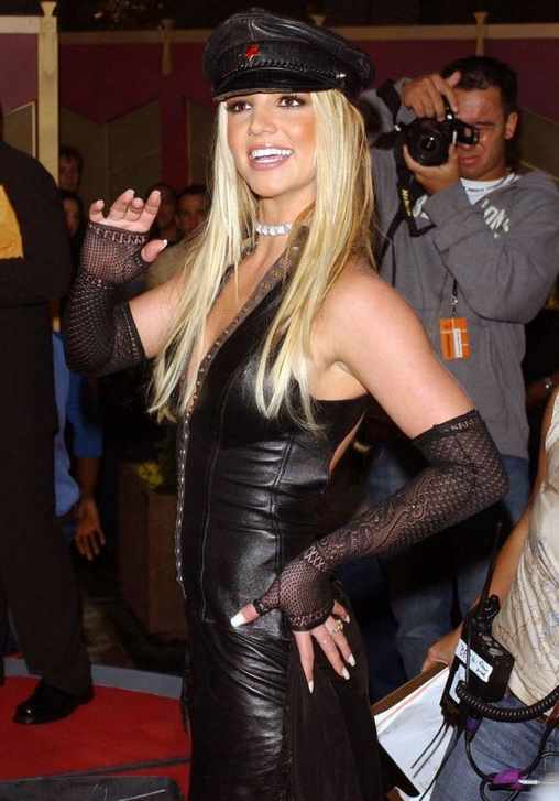 2002 : Britney shows off her edgy side
