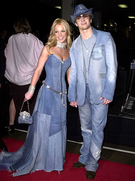 And... do you remember this?... In 2001 at AMAs.