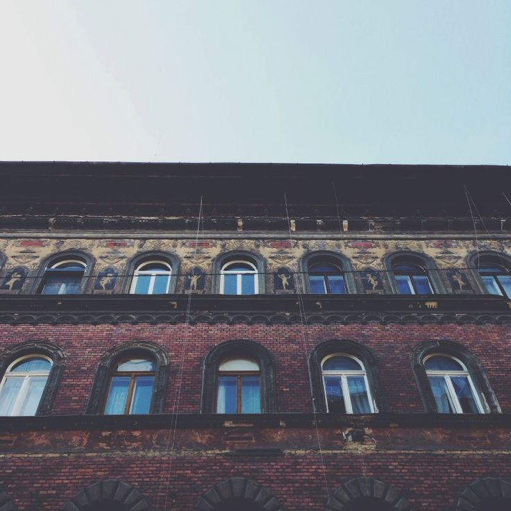 looking up in budapest | sally mussellwhite | vsco grid
