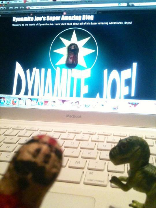 Dynamite Joe and Carnyvore like to keep up with zee bloggin' . . .