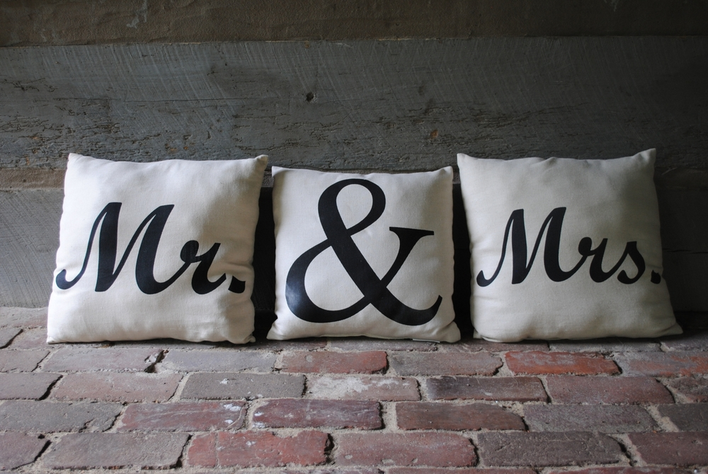 Mr. & Mrs. Pillow Set