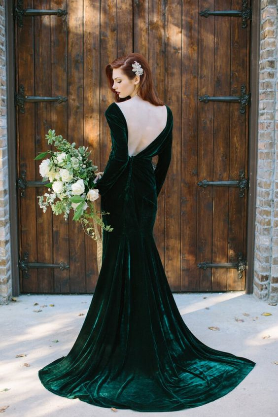 http://www.knotsvilla.com/elegant-emerald-gold-wedding-inspiration/