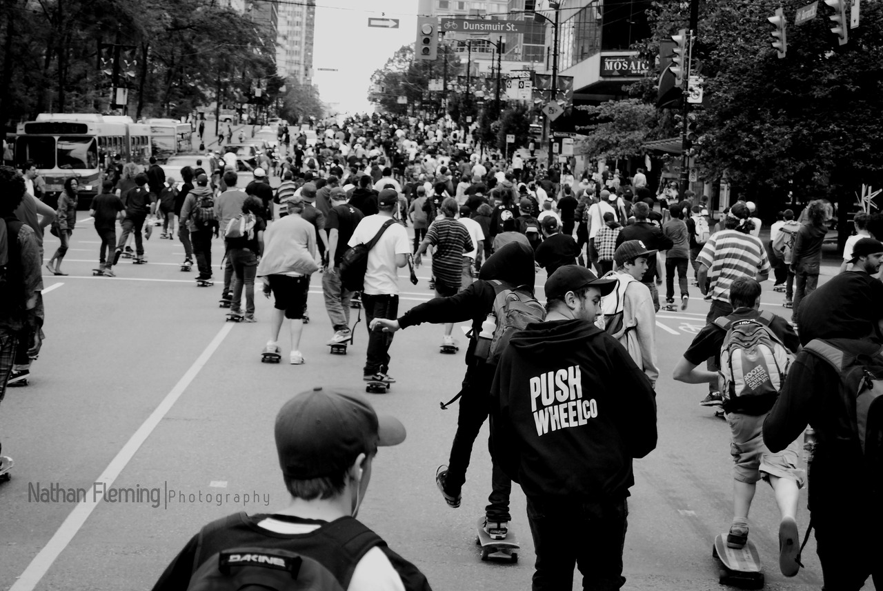 2000+ Skating up Burrard St    Emerica's Go Wild in the Streets , Summer 09