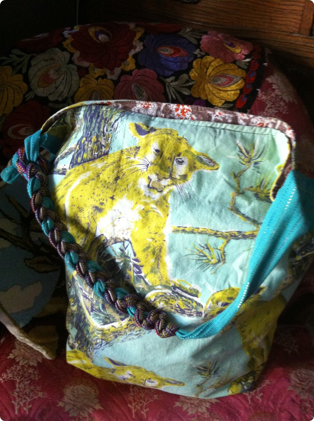 moutnatin lion bag.JPG
