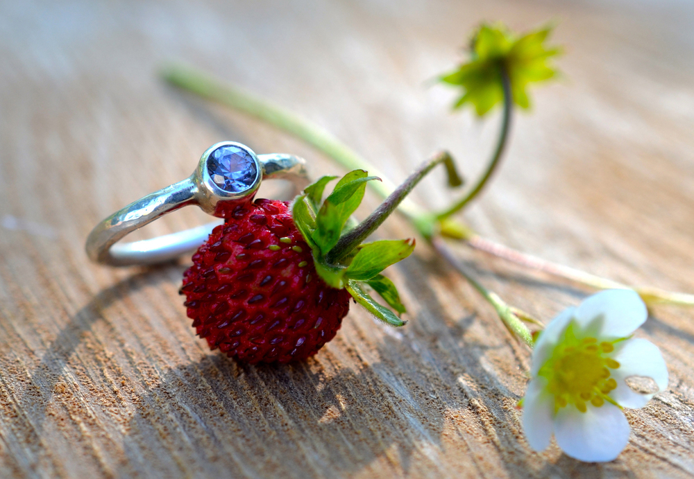 Rustic, spinelset ring