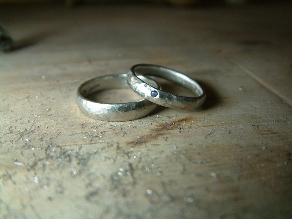 Hammered wedding ring set.