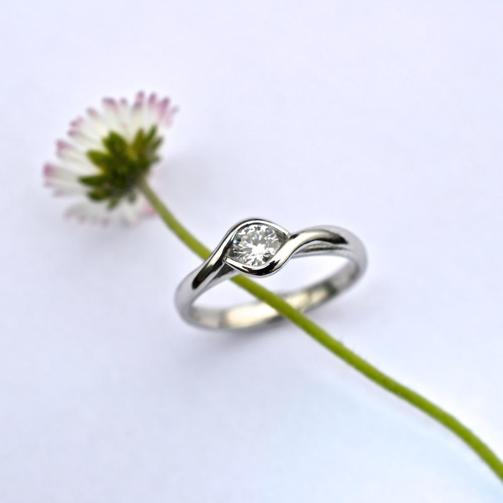 Platinum & diamond solitaire engagement ring, 100% recycled, 100% unique