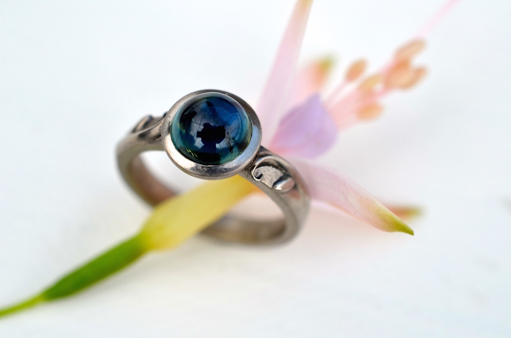 Green & blue sapphire with leaf design to the shoulders