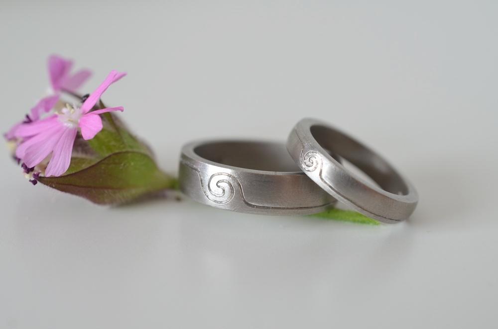 White gold engraved rings