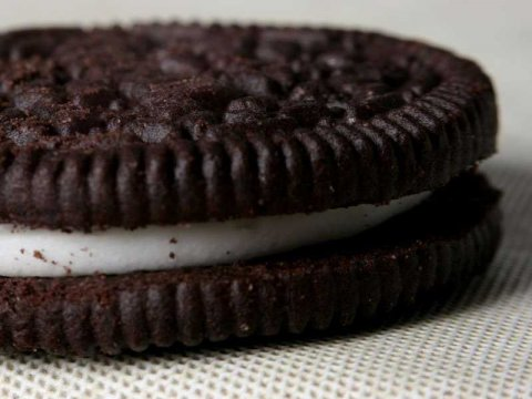 Who knew? The Oreo is Vegan!  ( Via )