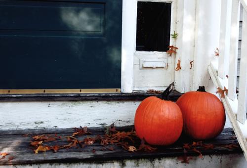 PumpkinsOnStoop.jpg
