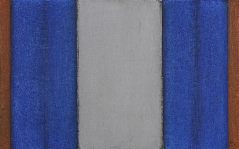 Mitte Grau mit Blau
