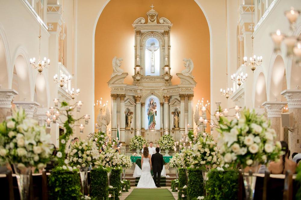 Igreja do Rosário com Noivos no Altar
