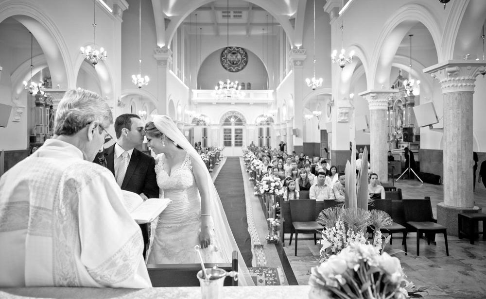 Noivos felizes no Altar Igreja do Rosário Campinas