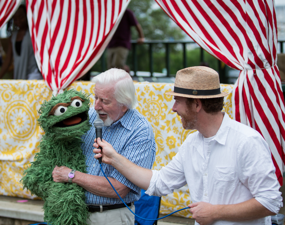 "Caroll Spinney (a.k.a. Big Bird and Oscar the Grouch) sings ""I Love Trash"" at the free puppet-making workshop before the screening of I AM BIG BIRD on July 30, 2015, at Owen Park in Vineyard Haven. Photo by Maria Thibodeau."
