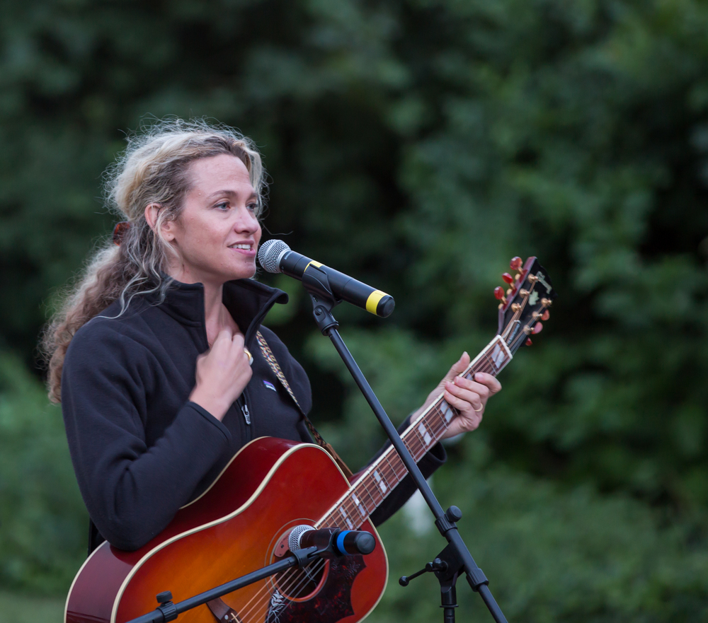 Musician Sally Taylor performs between the free workshop for kids and the outdoor screening of CONSENSES on July 23, 2015, at Owen Park in Vineyard Haven. Photo by Maria Thibodeau.