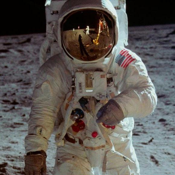 Apollo11_moon_1500x580.jpg