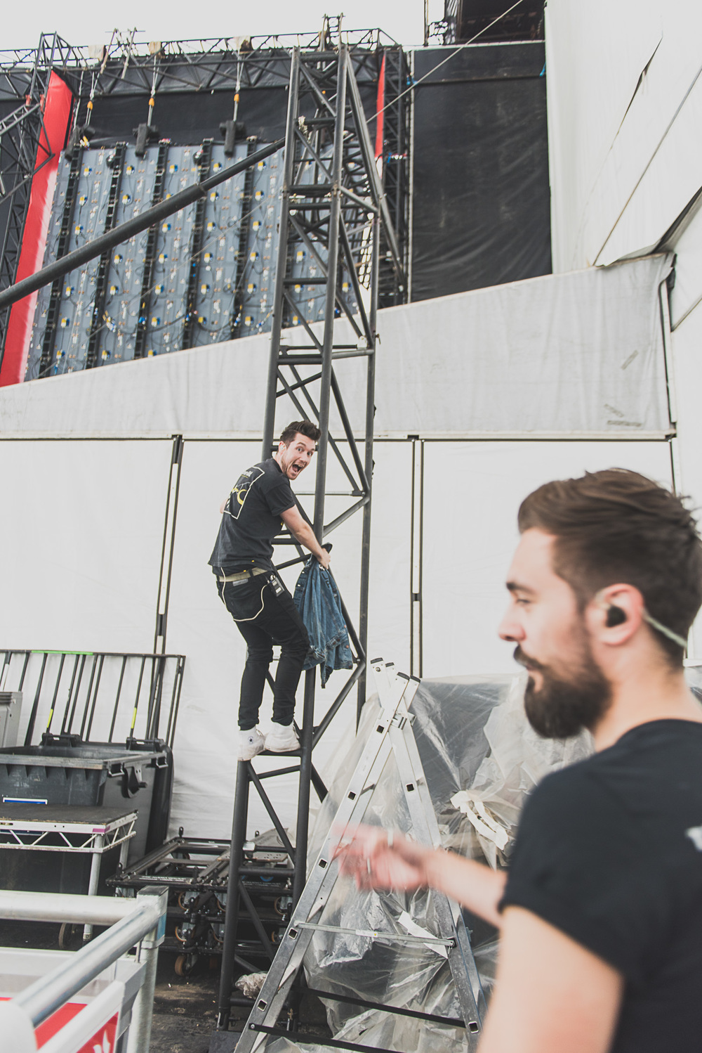 2015_Reading_GregoryNolan_Bastille_MainStage_Friday-20.jpg