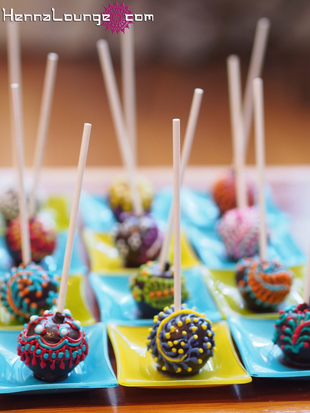 Mehndi Cake Pops : Pin bb henna cake on pinterest