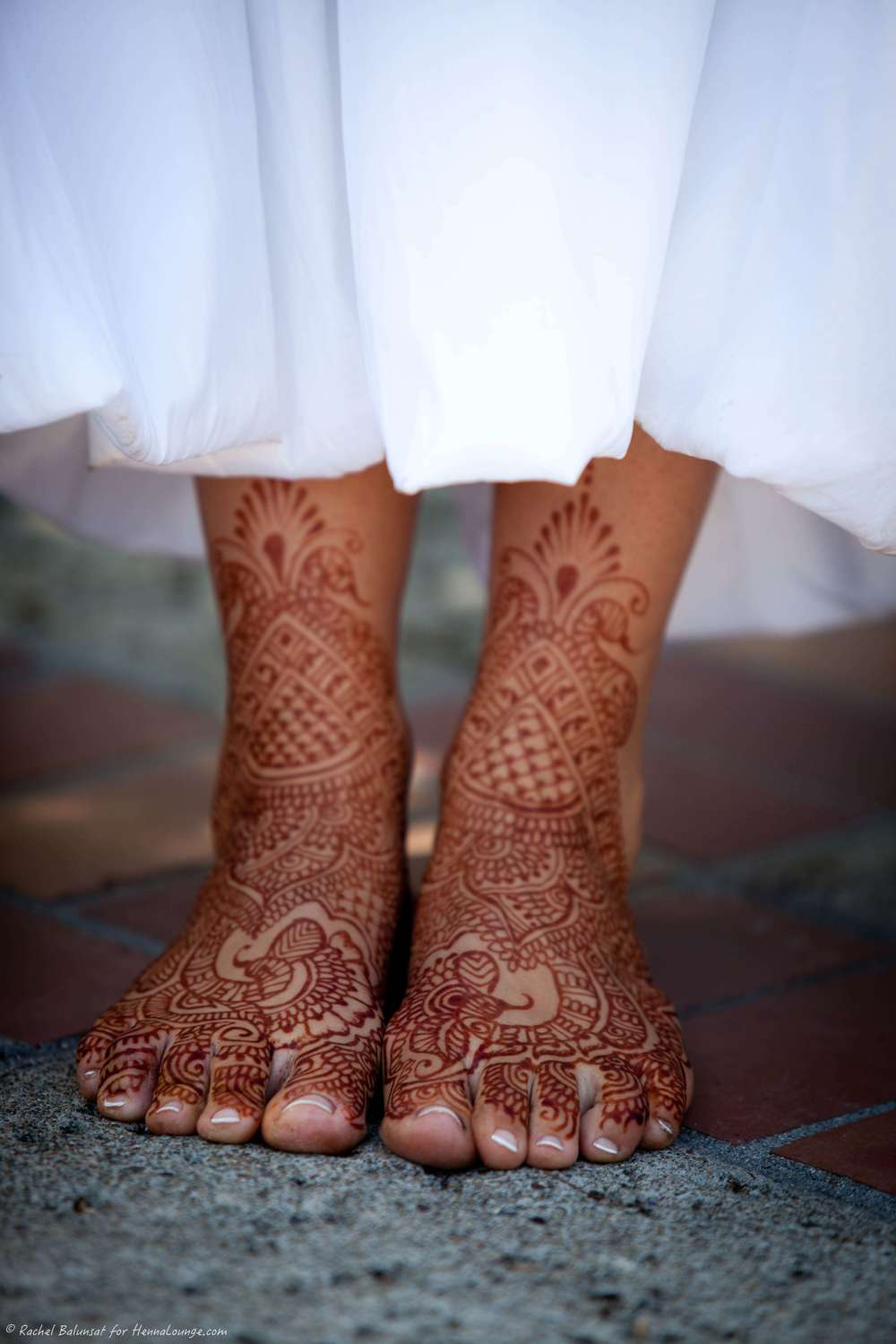Jimmy Choo has nothing on these tootsies!! Photo by Rachel Balunsat and henna by http://www.hennalounge.com