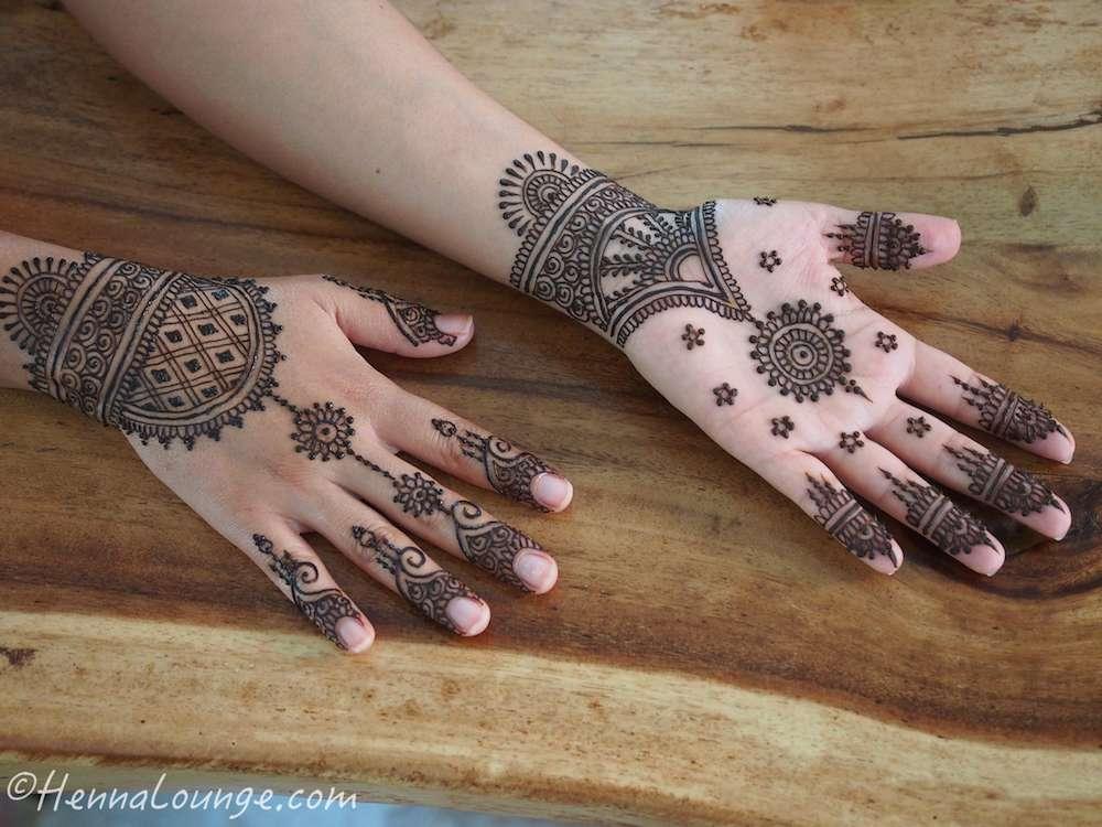 henna tattoo application