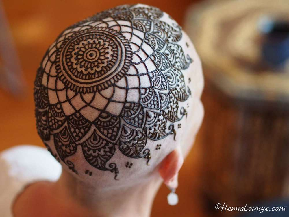 Henna crowns for chemotherapy patients and alopecia for Henna tattoo process