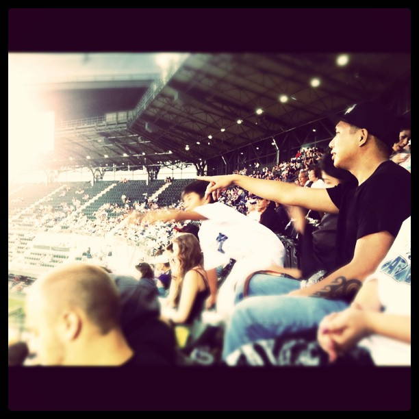 jordanloveskats: Geo aka @Prometheusbrown of blue scholars at the M's game! (Taken with instagram)