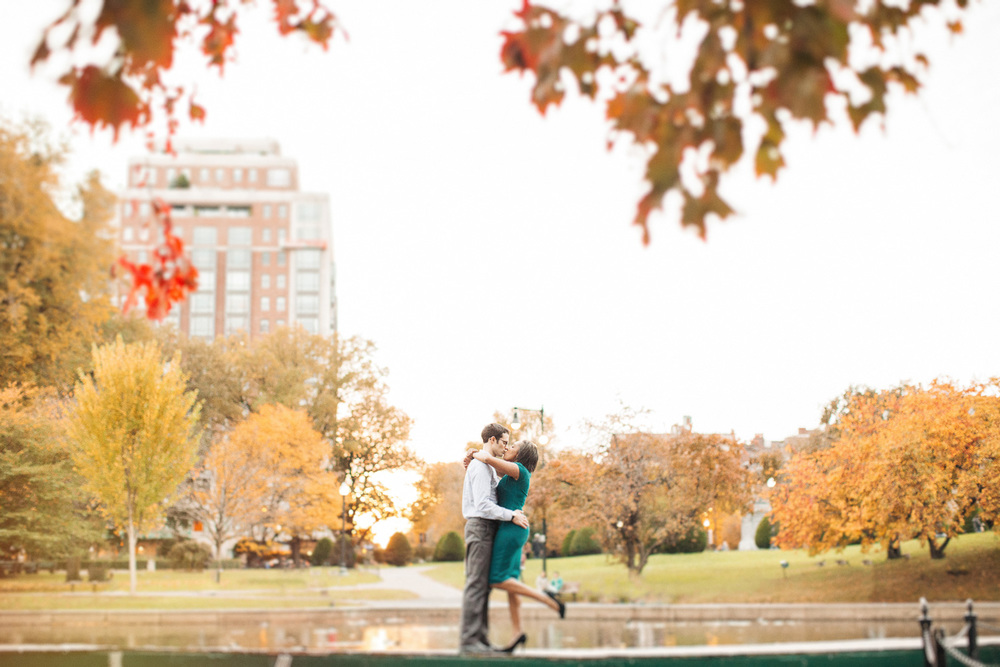 Fall Engagement Photos in Boston Public Gardens