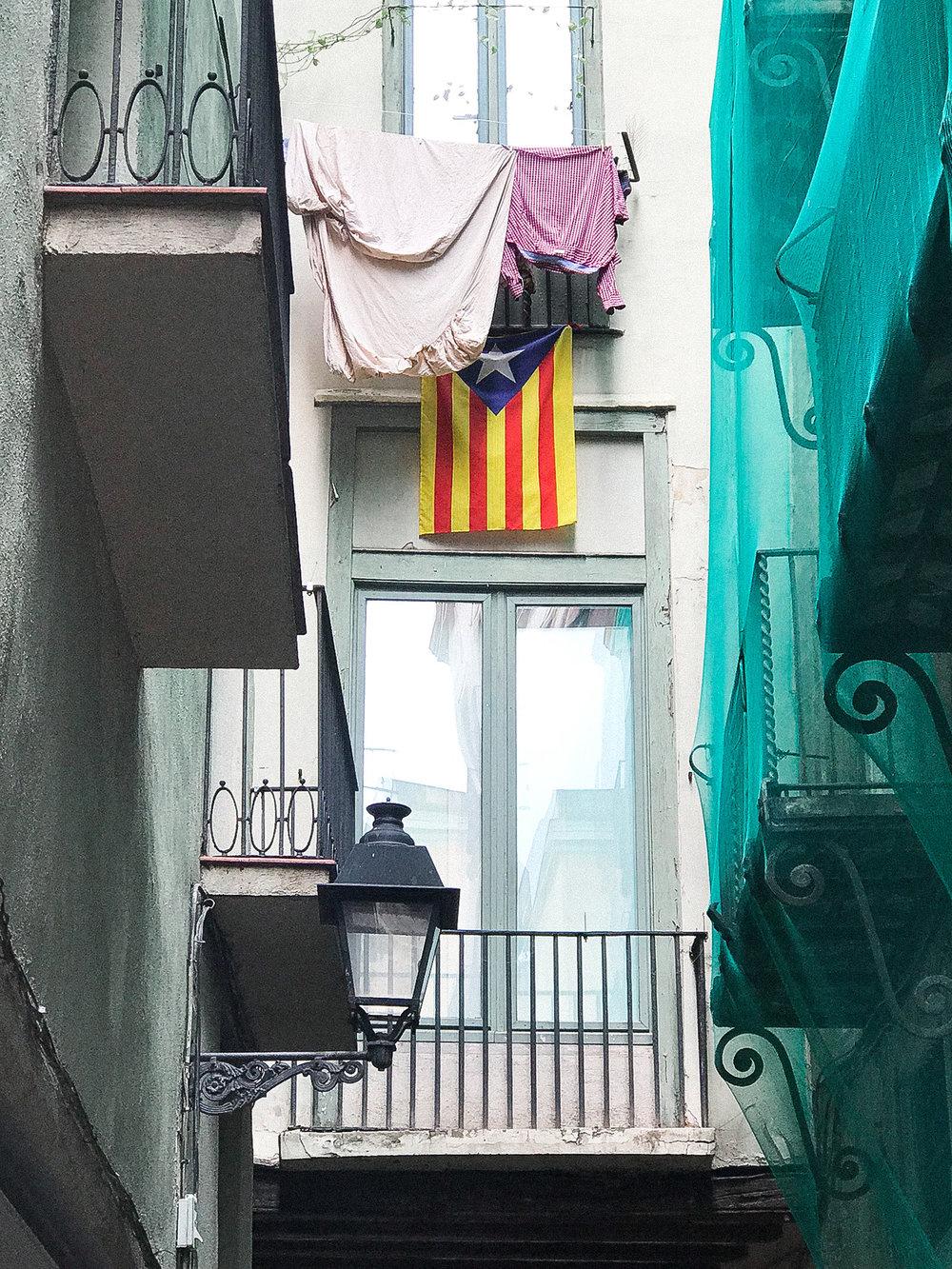 sheilaburgos-barcelona-callejon-bandera.jpg